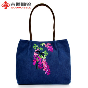 The new ethnic style handbags embroidered single shoulder bag large capacity antique embroidered canvas bag portable travel bag