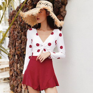 The new skirt-style one-piece swimsuit covers the belly conservatively and looks thin, flat angle and small chest gathered in Korea hot spring swimsuit women