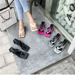 Slippers women 2020 summer new products Europe and the United States thick high-heeled square toe flip flops net celebrities with the same outer wear flip flops